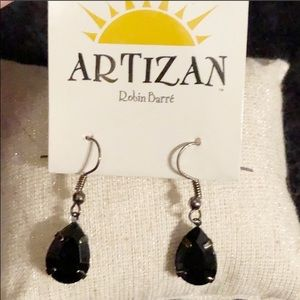 3/$25🌺 NWT Beautiful black earrings !!!!